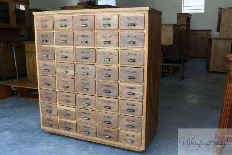 starožitný-nábytek-6