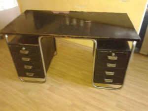 Chromovaný psací stůl koupím